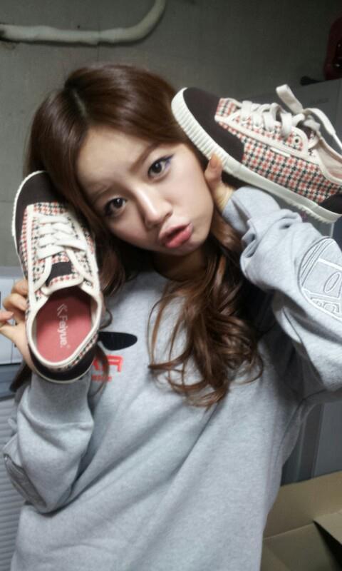 [PHOTOS] Hyeri - Sponsor Chaussures. 581312_421919201234817_1450479338_n